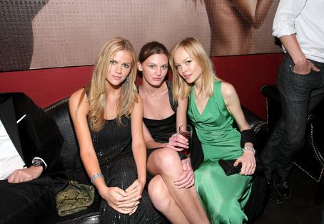 Siri Tollerod With Brooklyn Decker and