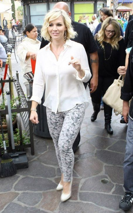 Jennie Garth: Pretty & Chic on 'Extra'